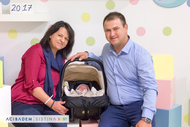 По седум години желба и борба за бебе, сега сме најсреќни родители