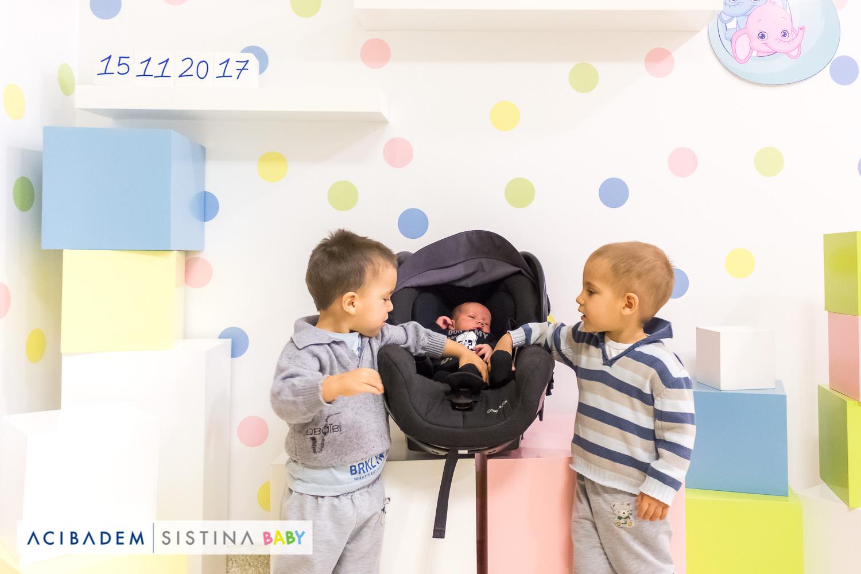 Близнаците Стеван и Алеш го добија братчето Давор